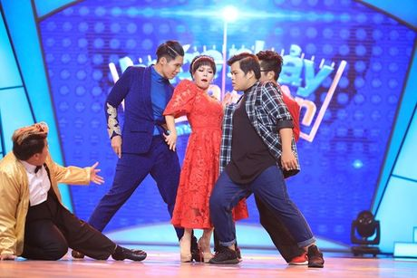 'Buoc nhay ngan can': Viet Huong bo giay thi pham disco cho thi sinh - Anh 6