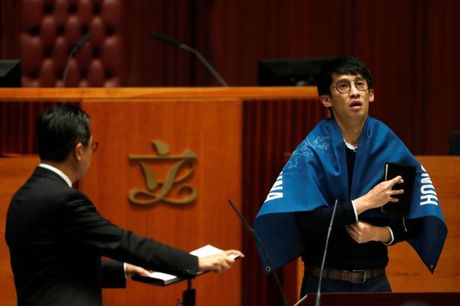 Nhieu tan nghi si Hong Kong len tieng ha nhuc chinh sach Mot Trung Hoa - Anh 6