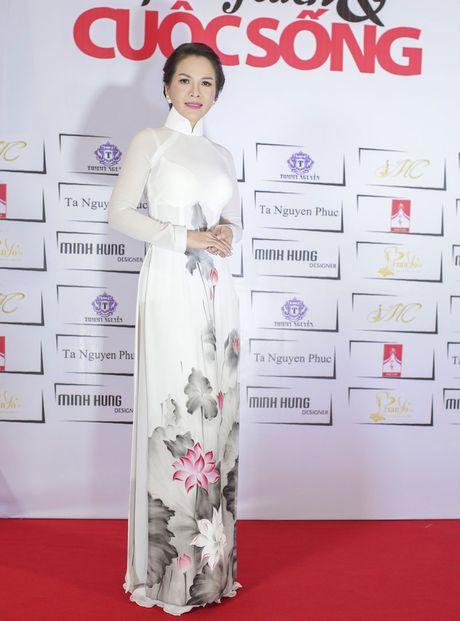 Hoa hau Thanh Thuy khien 'dan em' phat hon vi vong eo hoan hao - Anh 11