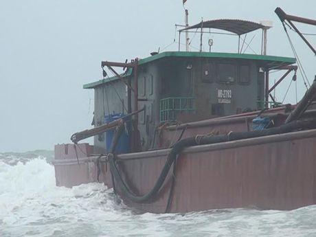 Quang Tri: Cuu ho 3 thuyen vien gap nan tren bien - Anh 1