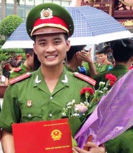 Trung uy cong an tu vong: Nguoi than 'quan long' tien dua - Anh 1