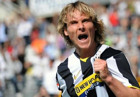 Huyen thoai Juventus nuoi tiec vi khong duoc khoac ao M.U - Anh 1