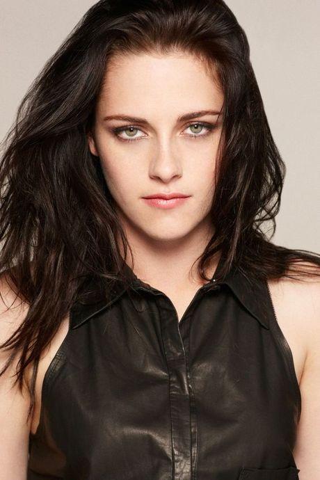 Nhin Kristen Stewart hien tai, ban co con nhan ra nang Bella cua Twilight ngay xua? - Anh 1