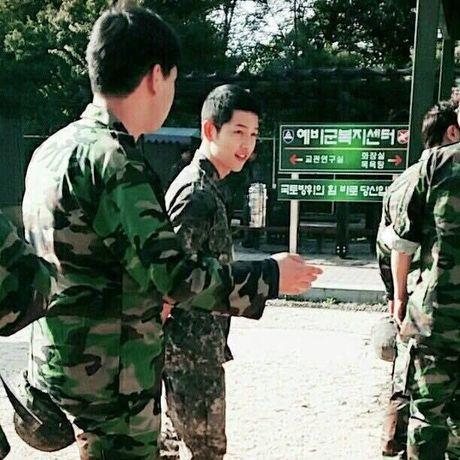 Hinh anh quan nhan Song Joong Ki lai 'gay sot' - Anh 3