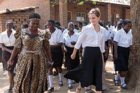 Giua showbiz thi phi, Emma Watson van dep nhu thien than tu ngoai hinh den nhan cach - Anh 14