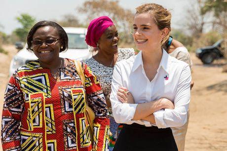 Giua showbiz thi phi, Emma Watson van dep nhu thien than tu ngoai hinh den nhan cach - Anh 1
