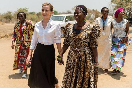 Giua showbiz thi phi, Emma Watson van dep nhu thien than tu ngoai hinh den nhan cach - Anh 2