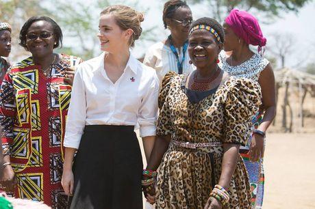 Giua showbiz thi phi, Emma Watson van dep nhu thien than tu ngoai hinh den nhan cach - Anh 6