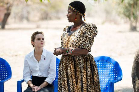 Giua showbiz thi phi, Emma Watson van dep nhu thien than tu ngoai hinh den nhan cach - Anh 7