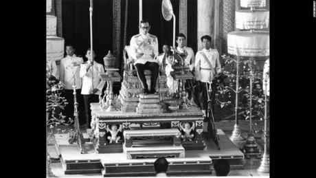 Cuoc doi vua Thai Lan qua hinh anh - Anh 9