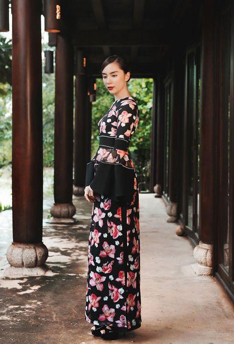Thien Ly, Le Hang, Thuy Dung duyen dang voi ao dai cach tan - Anh 3
