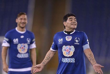 Maradona va con trai tranh tai o tran dau tu thien - Anh 10