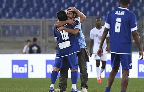 Maradona va con trai tranh tai o tran dau tu thien - Anh 12
