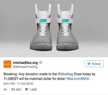 Giay Nike tu that day duoc ban dau gia 100.000 USD - Anh 7