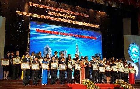 TP.HCM vinh danh 200 doanh nghiep, doanh nhan tieu bieu 2016 - Anh 1