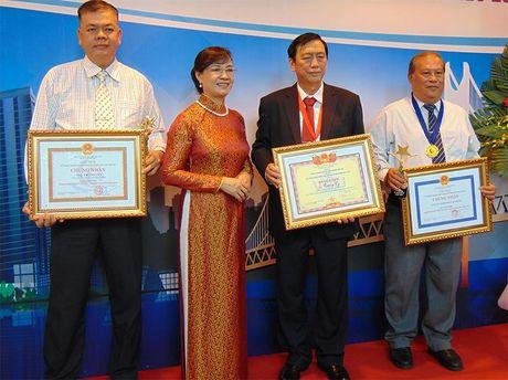 TP.HCM vinh danh 200 doanh nghiep, doanh nhan tieu bieu 2016 - Anh 2
