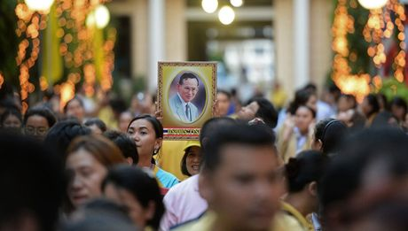 Cuoc doi Nha Vua Thai Lan Bhumibol Adulyadej qua anh - Anh 16