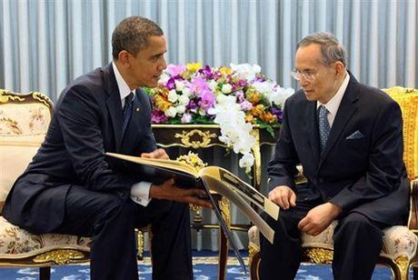 Tong thong My Obama chia buon khi Vua Bhumibol Adulyadej bang ha - Anh 1