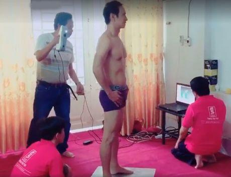 Ly Hai bat ngo coi do khoe body vam vo o tuoi 48 - Anh 1