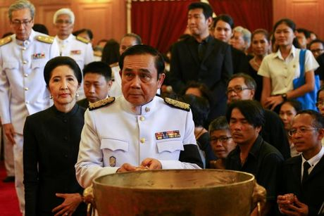 Dan Thai Lan xep hang dai don linh cuu quoc vuong - Anh 5