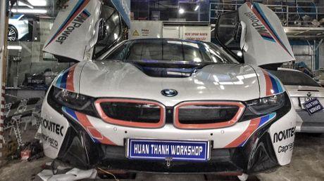 BMW i8 tai Da Nang len tem cuc chat theo phong cach truong dua MotoGP - Anh 1
