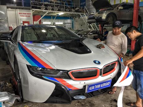 BMW i8 tai Da Nang len tem cuc chat theo phong cach truong dua MotoGP - Anh 2