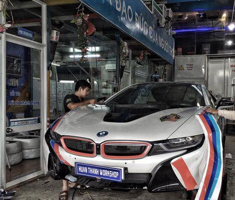 BMW i8 tai Da Nang len tem cuc chat theo phong cach truong dua MotoGP - Anh 3