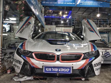 BMW i8 tai Da Nang len tem cuc chat theo phong cach truong dua MotoGP - Anh 4