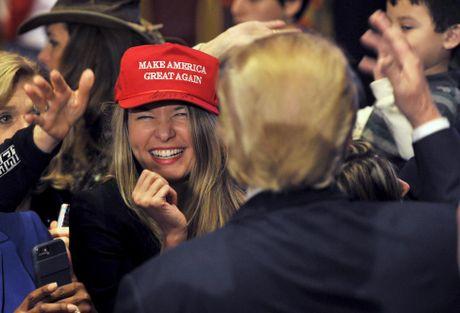 Nhung nguoi phu nu cuong nhiet ung ho Donald Trump - Anh 12