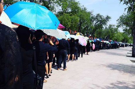 Thai Lan: Xep hang ca cay so don linh cuu Vua Bhumibol - Anh 13