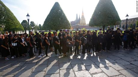 Thai Lan: Xep hang ca cay so don linh cuu Vua Bhumibol - Anh 8