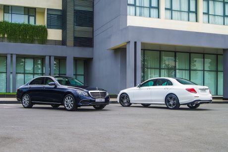 Mercedes-Benz E-Class ban ra tai Viet Nam voi 2 phien ban: E 200 va E 300 AMG; 2,099 ty va 3,049 ty - Anh 2