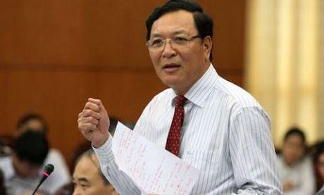 Nguyen Bo truong Giao duc ve truong Dai hoc Thuong mai - Anh 1