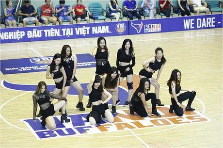 Hot girl co vu - 'dac san' khong the thieu tai giai bong ro VBA - Anh 2