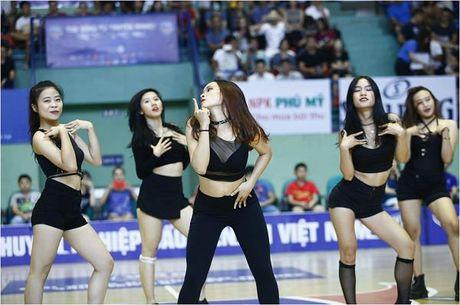 Hot girl co vu - 'dac san' khong the thieu tai giai bong ro VBA - Anh 7