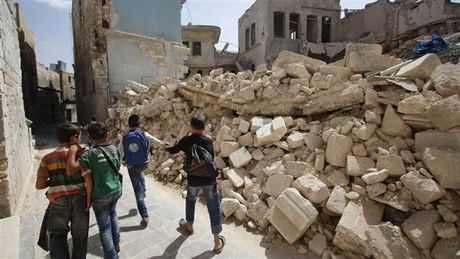 Phien quan phao kich tram xe buyt Aleppo, 5 tre em Syria thiet mang - Anh 1