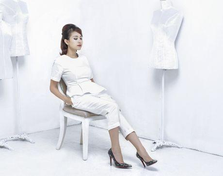 Thanh Van Hugo dep 'me hon' voi 'bo canh' trang, khoe hinh xam kim cuong sang chanh - Anh 1