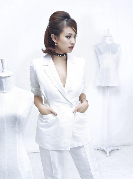 Thanh Van Hugo dep 'me hon' voi 'bo canh' trang, khoe hinh xam kim cuong sang chanh - Anh 3