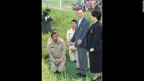 Cuoc doi co Quoc vuong Thai Lan Bhumibol Adulyadej qua anh - Anh 11