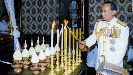 Cuoc doi co Quoc vuong Thai Lan Bhumibol Adulyadej qua anh - Anh 13