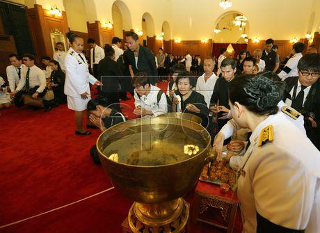 Thai Lan cu hanh le don linh cuu Quoc vuong Bhumibol Adulyadej - Anh 13