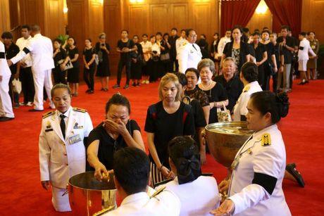 Thai Lan cu hanh le don linh cuu Quoc vuong Bhumibol Adulyadej - Anh 14