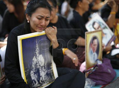 Thai Lan cu hanh le don linh cuu Quoc vuong Bhumibol Adulyadej - Anh 7