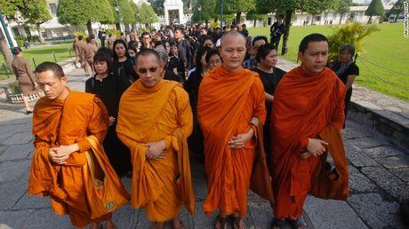 Thai Lan cu hanh le don linh cuu Quoc vuong Bhumibol Adulyadej - Anh 9