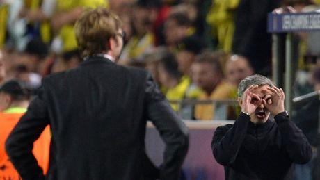 HLV Mourinho that the khi doi dau Klopp - Anh 3