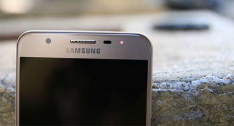 Smartphone Samsung tam trung va gia re se co den LED thong bao - Anh 1