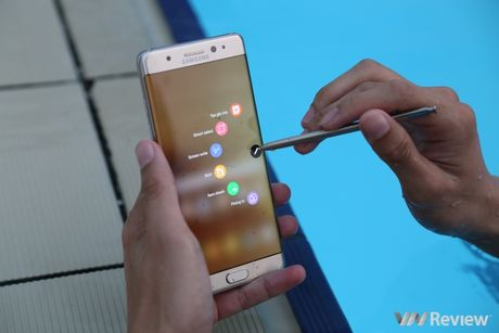 Nhin tu cau chuyen Galaxy Note 7: Samsung van duoc huong loi - Anh 2