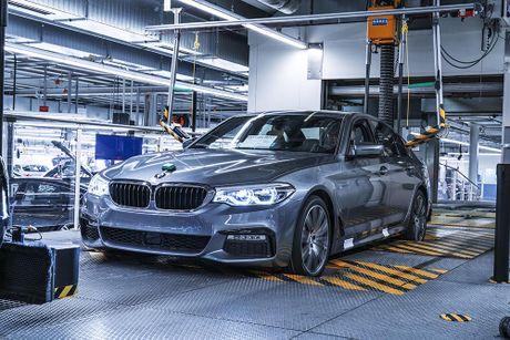 'Dot nhap' nha may chu luc che tao BMW 5 Series 2017 - Anh 16