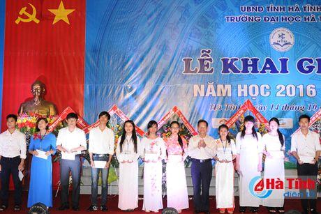 Gan 7.000 SV Dai hoc Ha Tinh buoc vao nam hoc 2016-2017 - Anh 5