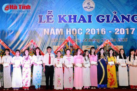 Gan 7.000 SV Dai hoc Ha Tinh buoc vao nam hoc 2016-2017 - Anh 6